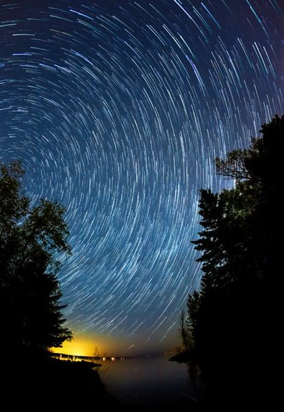 Tips for Photographing Star Trails - Digital Photography School Date night idea... stay up late and Shoot some star trails!