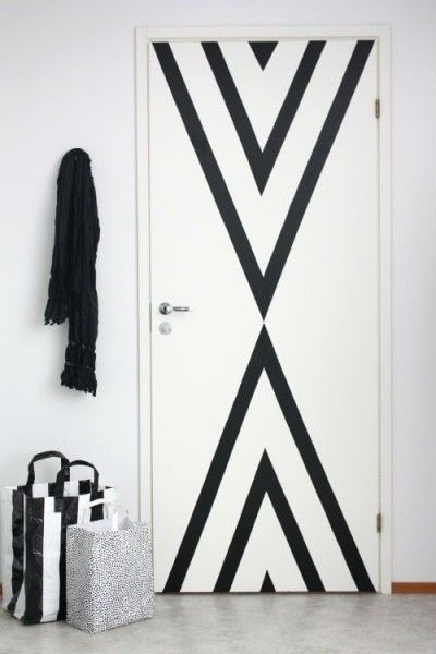 A simple DIY project with washi tape. Would be perfect for the front door. Plus - renter friendly!