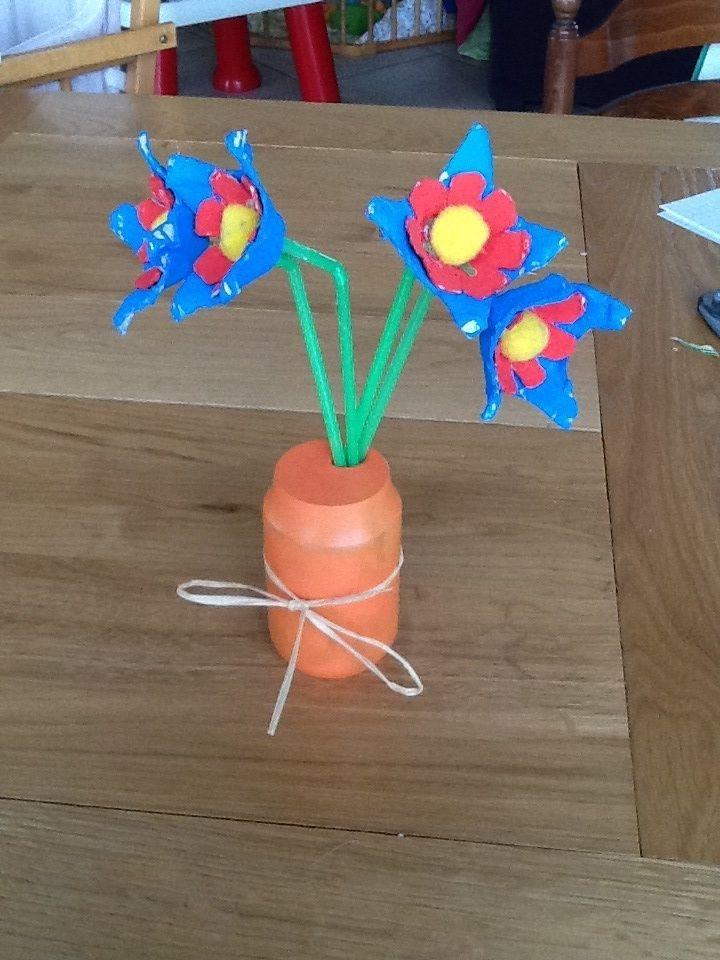 fleurs en boites a oeufs