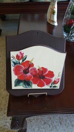 Buzon para organizar los recibos de la casa, muy util , y pintado a mano