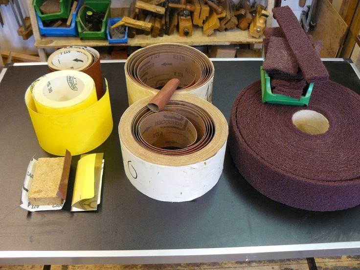 Holz schleifen mit Schleifpapier, Schleifgewebe, Schleifvlies , Schleifm...