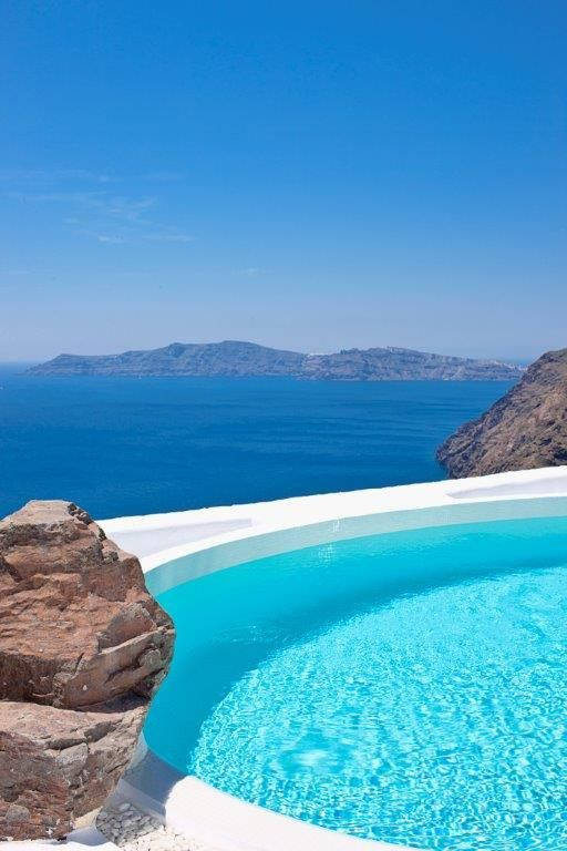 The Architect's House's swimming pool invites you to dive in. #santorini, #luxury, #luxuryvillas http://www.tresorhotels.com/en/hotels/52/the-architect-rsquo-s-house#content