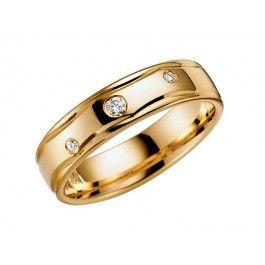 Uppskattad+förlovning/vigselring+i+18k+rött+guld+från+Schalins+i+serien+Ouvertyr+.+Ringen+har+tre+diamanetr+infattade+på+totalt+0,06ct+Wesselton+SI.+Den+är+5mm+bred+och+1,5mm+hög.+