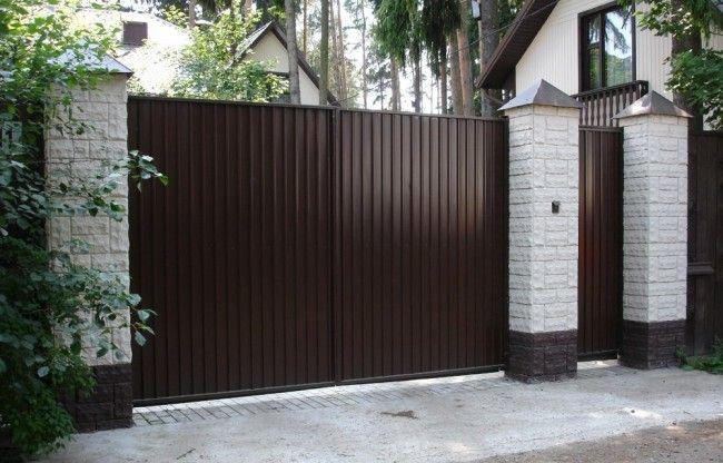 Распашные ворота - наиболее популярный вид ворот