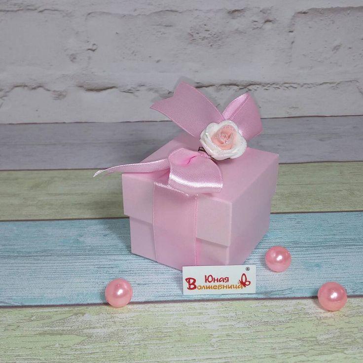 """Чудесная коробочка-бонбоньерка 6*6*5 см из красивой розовой бумаги с перламутровым отливом плотностью 300 гр. (коллекция """"Маджестик""""). Коробочки самосборные. Бока в два сложения. Можно сделать декор, тиснение фольгой и т.п.  ****************************  Высокое качество по доступной цене - специально для Вас!  ****************************"""