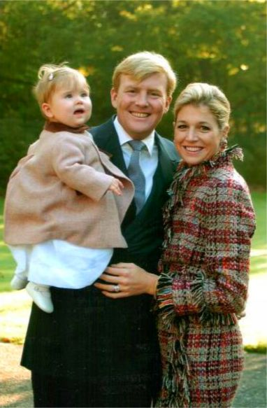 koningspaar:  Baby Amalia with her parents