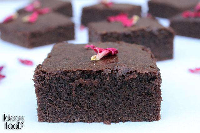 БРАУНИ / Browne Брауни является одним из самых простых десертов, нечто среднее между тортом и пирожным, как правило, разрезанный на порционные кусочки. Влажный внутри с изумительным вкусом и запахом.