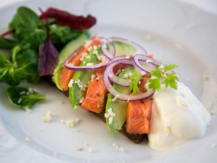 Smørbrød med rakfisk, avokado og pepperrotkrem