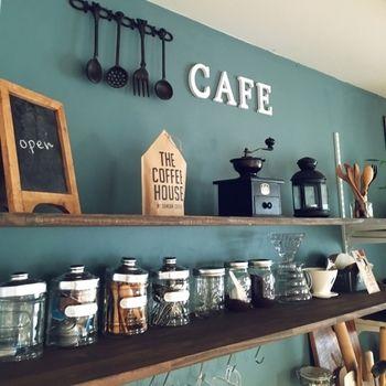 本格的なカフェ風コーディネートも、アクセントクロスのおかげでさらに雰囲気UP♪