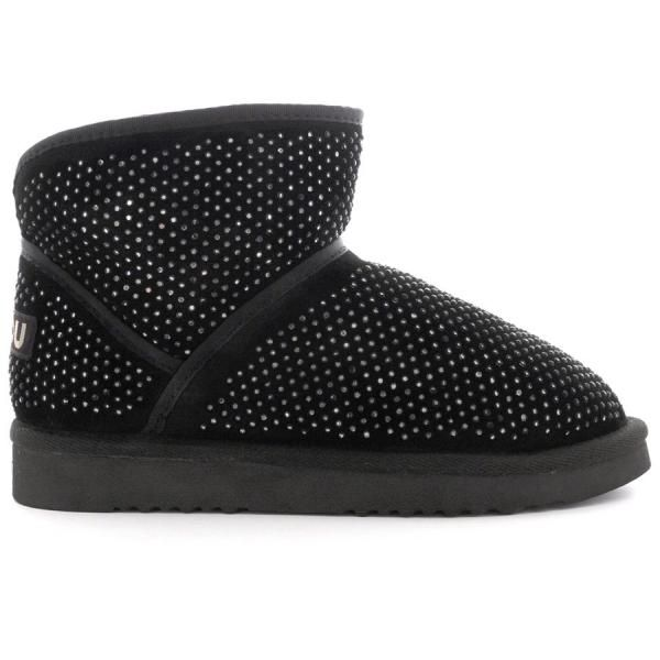 cowboy microstuds.  The classic cowboy model is updated this winter with micro-studs, inspired by the starry sky. The pure double-face sheepskin offers the ultimate luxury, ensuring a snug fit that will keep you warm. The heel support and the durable sole made of rubber and EVA make this boot chic and practical.