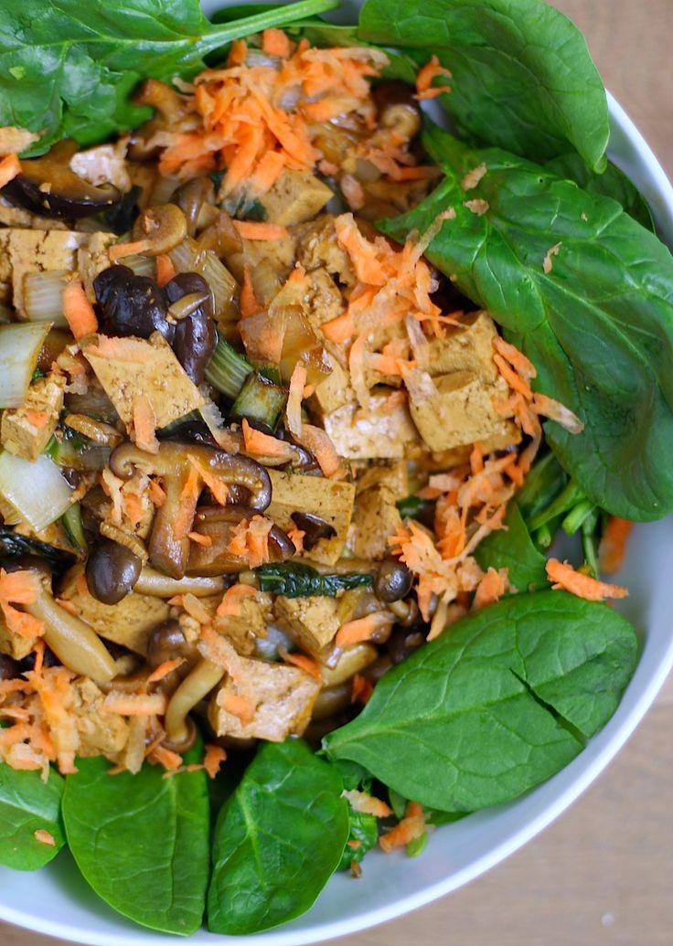 Spinaziesalade met paddenstoelen, paksoi en tofu // Francesca Kookt