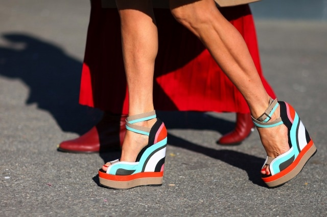 schweeeet.: Color, Red Shoes, Summer Shoes, Street Style, Milan Fashion Week, Wedges Shoes, Style Guide, Pierre Hardy, Summer Wedges
