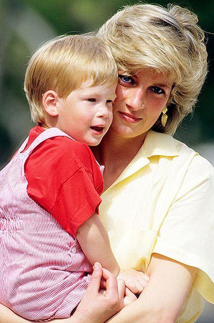 """Принц Гарри о смерти принцессы Дианы: """"Я долгие годы подавлял свою боль от потери мамы"""""""
