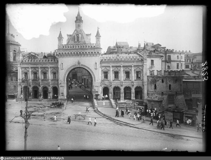 Фотография - Третьяковские ворота и Птичья башня - снимок сделан между 1926-1934 годами (направление съемки — юг)