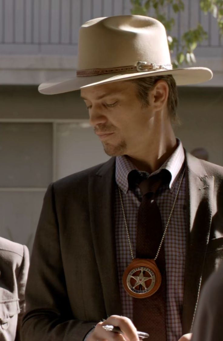 Timothy Olyphant https://dosemakesthepoison.tumblr.com/post/158017554172/justified-season-1-episode-4