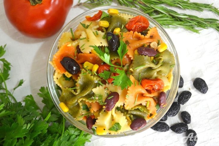 Warm pasta salad with cherry tomatoes and rosemary #vegan #pasta #mediterranean #salad