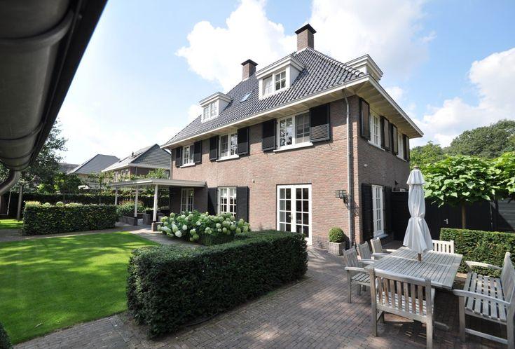 Het ontwerp van villa Notarius is uitermate geschikt voor een hoekkavel.