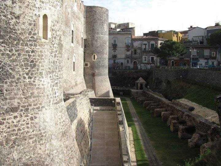 La Sicile et ses Châteaux Normands - ECO TOUR! Un autotour de 8 jours / 7 nuits pour découvrir l'histoire des tous les chateaux normands en Sicile.  #sicile #voyages #vacances #ecotourisme #luxe #charme #circuits #itineraires #mer #offres #unaltrasicilia #Châteaux #histoire #culture