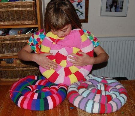 Inspired by Pelan's spiral snail – Upcycled kids tights cushions – I also like the T-shirt rug