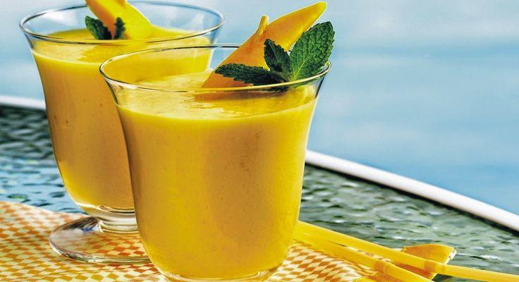 Υλικά 1 μπανάνα Χυμό από ½ λεμόνι Ξύσμα από ½ λεμόνι 2 φυλλαράκια δυόσμο ½ φλιτζάνι τσάι (ότι γεύση θέλετε) ½ φλιτζάνι γάλα χαμηλών λιπαρών Εκτέλεση Βάζουμ