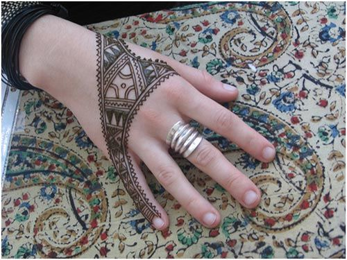 Back Hand Mehndi Designs (Black henna is not good for you skin and it ruins your hair)