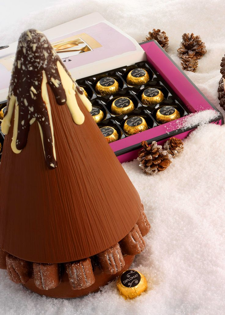 The #Thorntons #chocolate Christmas tree centerpiece is a lovely addition to your #Christmas meal.