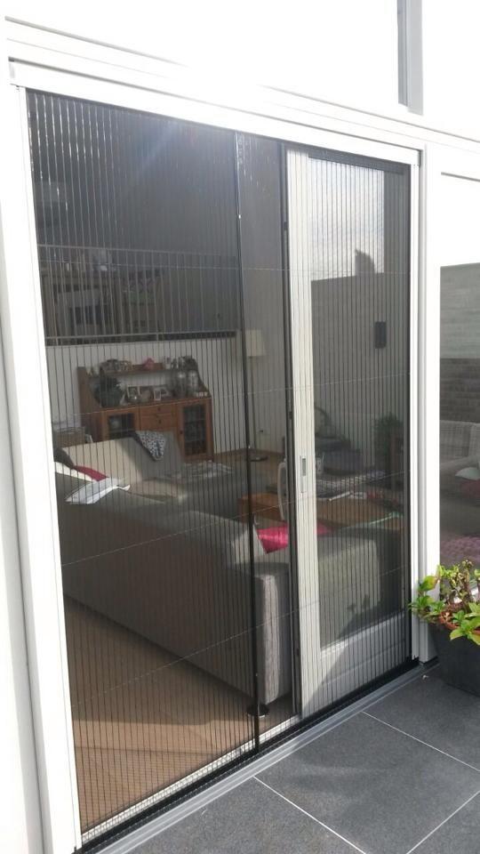 Plissé hordeur geleverd en gemonteerd door PaneelGigant.nl #horren