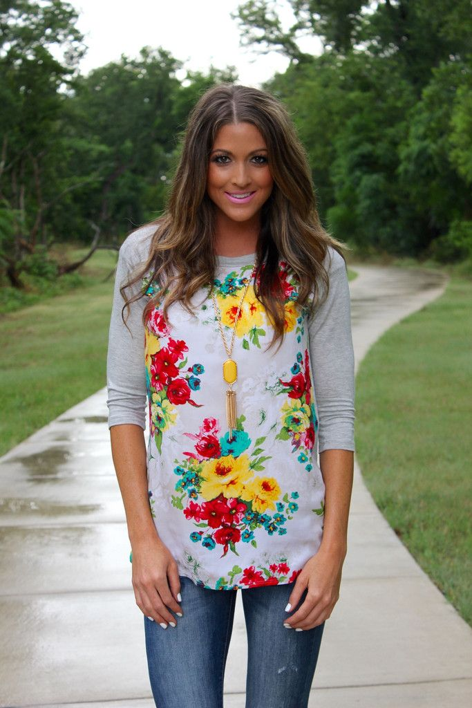 Love the mix of a casual 3/4 lengh tee with florals. Love the length of the top and the fact that it's not too clingy.