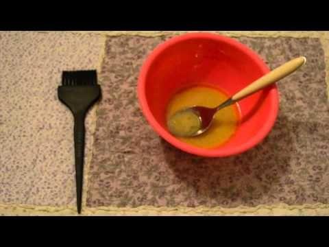LA RICETTA:  ☆2 cucchiai di yogurt ☆ 1 cucchiaio di miele ☆ 1 cucchiaio di olio di ricino ☆ 2 cucchiai di olio d'oliva ☆5 gocce olio essenziale di rosmarino e 5 gocce olio essenziale di limone ( in alternativo strizzare metà limone)  E per le più pigre, che hanno capelli secchi e sfibrati, un ottimo rimedio è quello di utilizzare la maionese. Si proprio quella  La maionese! Non è infatti composta da olio, tuorlo d'uovo e limone? Tutti ingredienti ottimi per nutrire i capelli!
