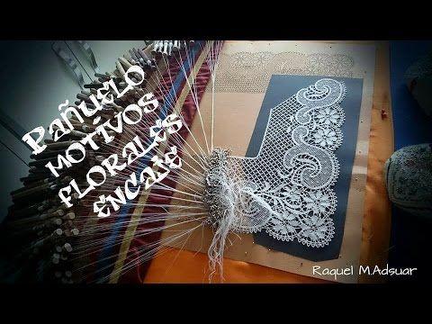 Pañuelo de encaje de bolillos con motivos florales