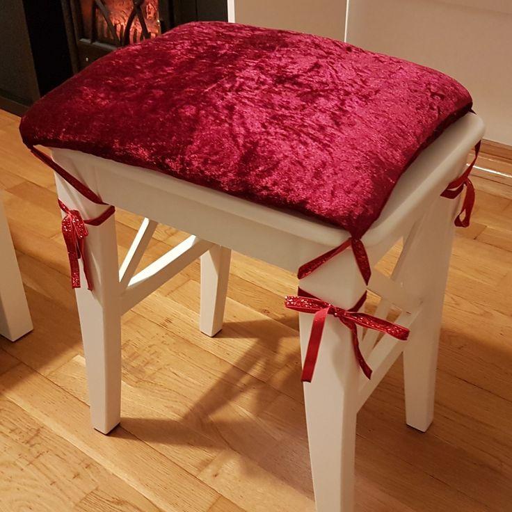 Uma almofadinha pro banco pra combinar com as caixas vermelhas ❤❤❤