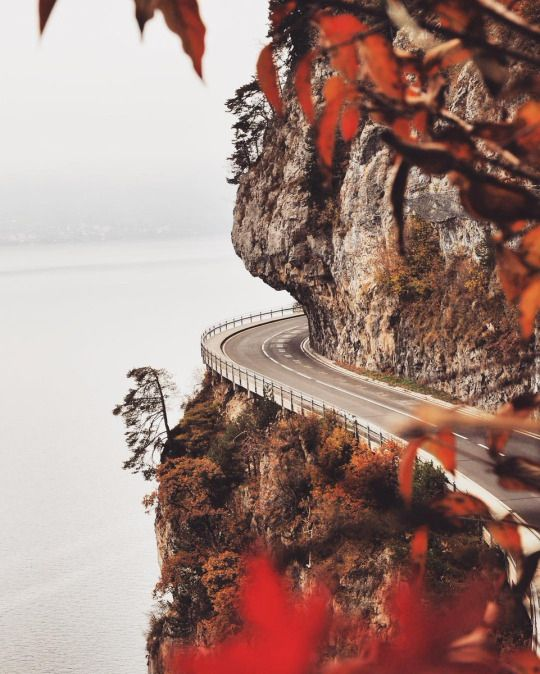 Greatest ocean drives on http://www.exquisitecoasts.com/spectacular-coastal-drives.html