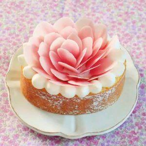 So pretty!!Amazing Carnation Roll Cake   credit: MONTEUR Japan #news #alternativenews