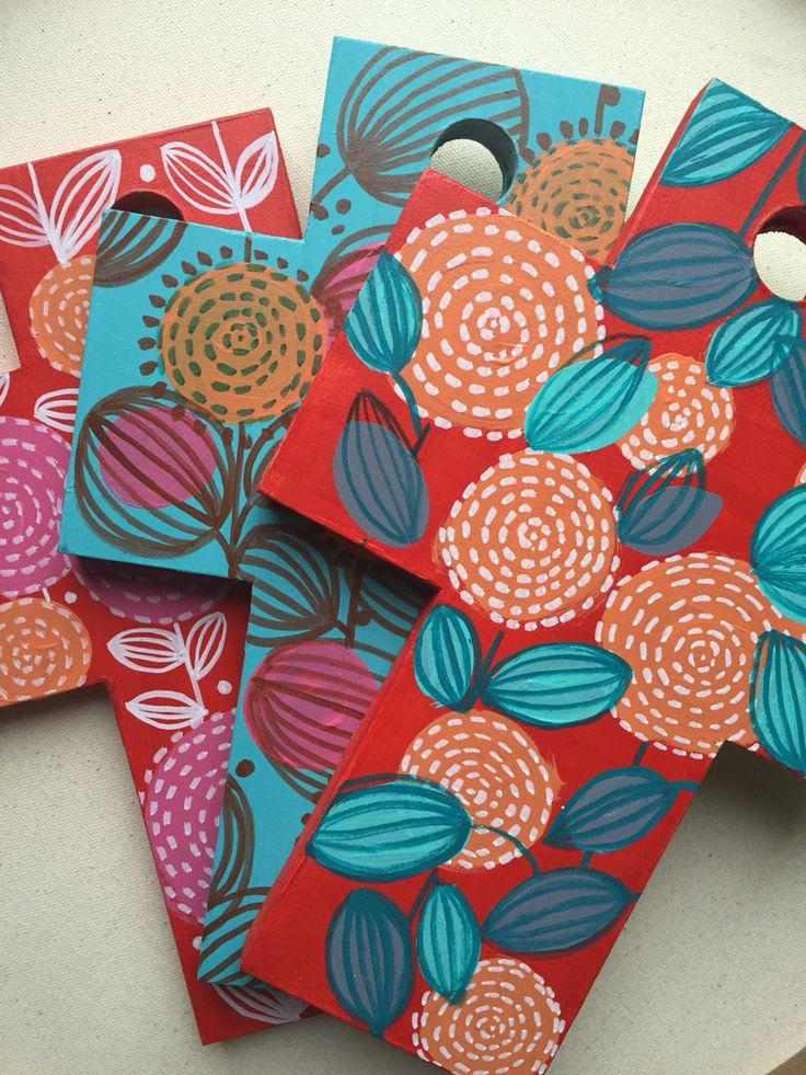 Cruzes de madeira pintada Online shop: www.isabelrochaleite.pt