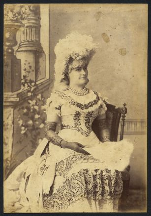 Hanna, J.R. (ca. 1890) Auckland Amateur Theatricals [woman with feather head piece]. Auckland War Memorial Museum. Call no. DU436.12 G88.18