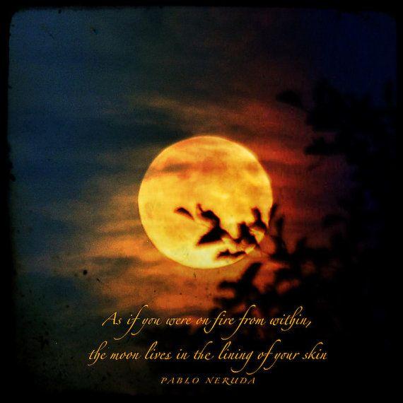 Das Feuer innerhalb von Pablo Neruda Zitat, Mond-Foto-Angebot, mit Liebe Anführungszeichen, feurig orange Vollmond, leidenschaftlich Wortkunst drucken