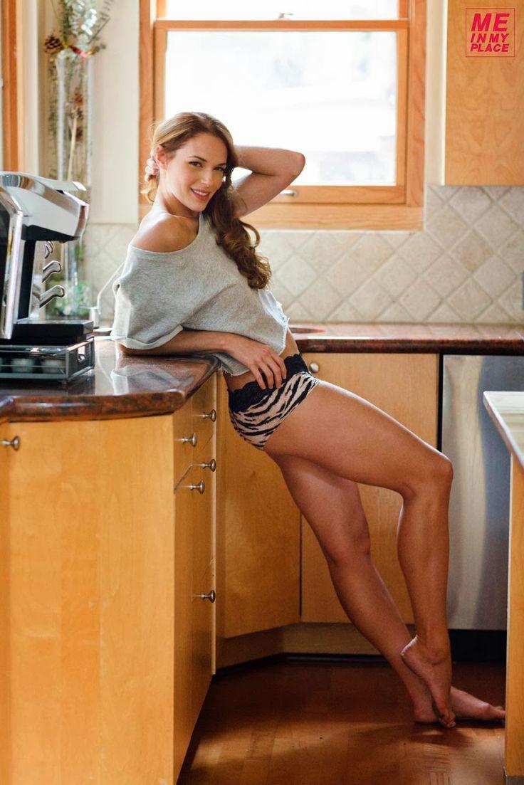 Hot Strong Legs: Amanda Righetti legs