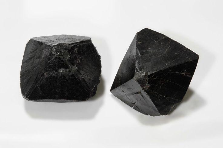 Cassiterite  - http://earth66.com/geology/cassiterite/