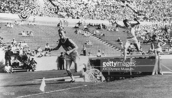 Olympic games pictures 1932 | Volmari Iso-Hollo of Finland leads the field over the water jump ...OS guld 1932 och 1936, Los Angeles och Berlin.