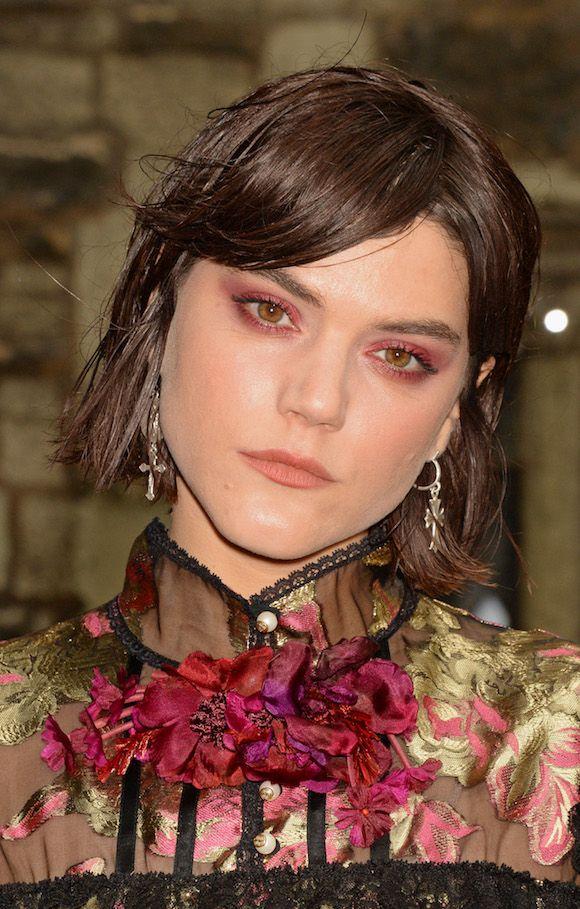 Elle Fanning se jogou no glitter, Soko na sombra vermelha e Georgia May Jagger nos olhos rosas no desfile e festa da Gucci, dando uma boa animada na beleza do tapete...