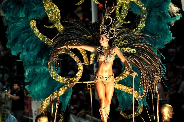 Reina del Carnaval. Villa Ángela (Chaco)  www.viajaportupais.gov.ar