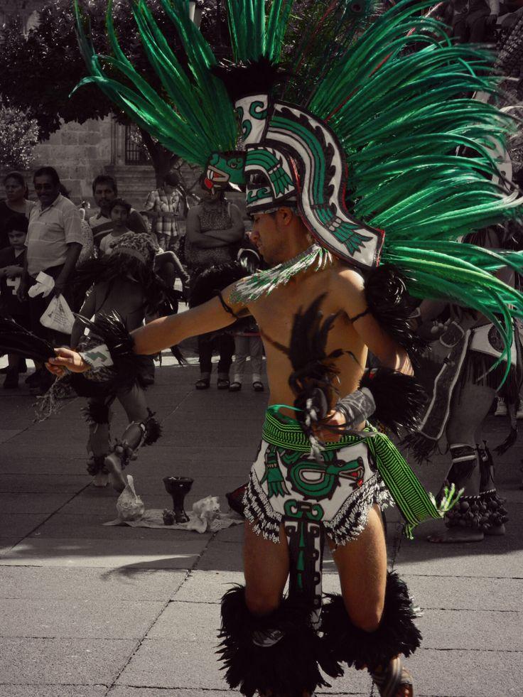 Quetzalcoalt Serpiente emplumada  #Quetzalcoalt #Danzante #Azteca #Verde #Baile #Danza #Plumas #Leslie_Gr_In