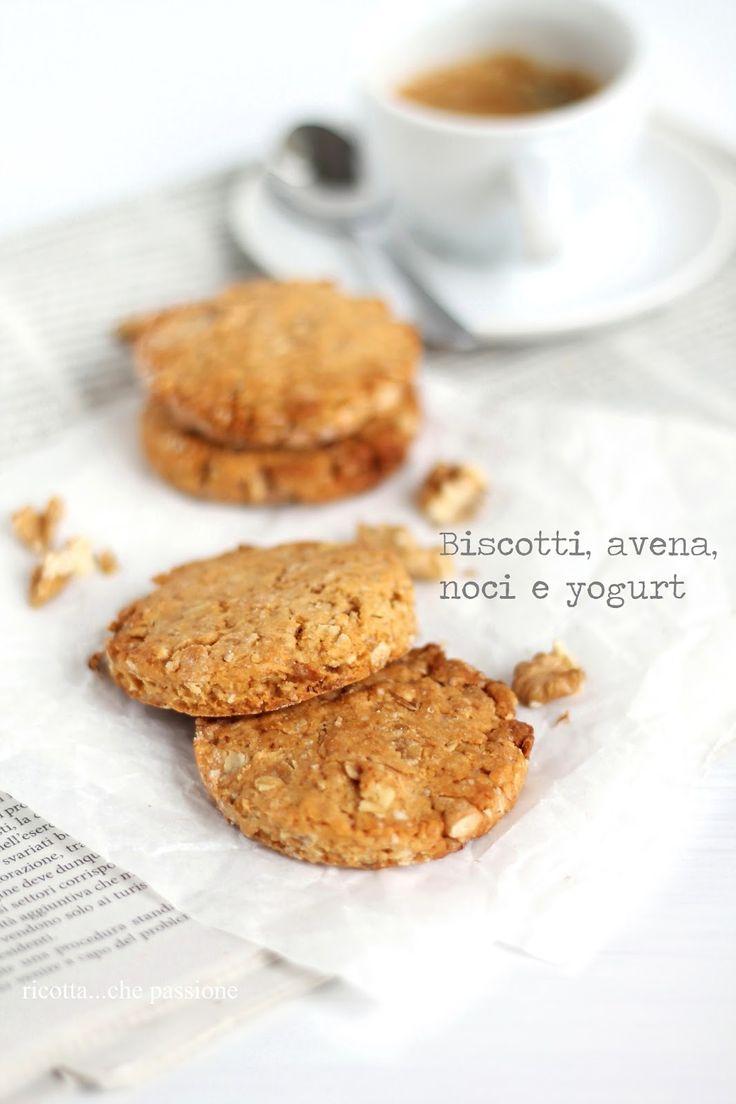 Biscotti con fiocchi d'avena, noci e yogurt.