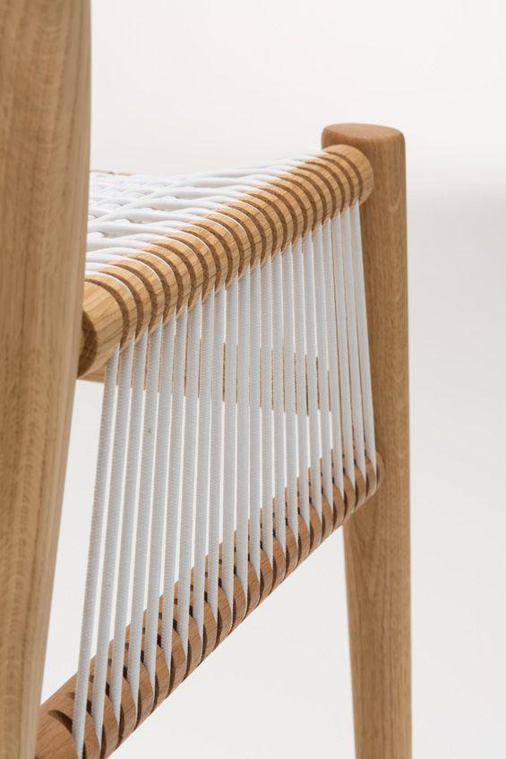 """Basée à Londres mais originaire du Mexique, l'éditeur de mobilier H a présenté sa nouvelle collection """"Loom"""" lors du dernier London Design Festival. Composée d'une chaise et d'un tabouret, cette série s'inspire de la tradition du tissa..."""