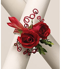Wrist corsage with swirly wire