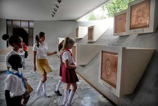 El Mausoleo a los Mártires de Artemisa, Monumento Nacional, es un homenaje a los valientes jóvenes caídos en las acciones del 26 de julio de 1953, y constituye fuente de inspiración para las nuevas generaciones