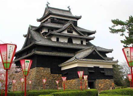 matsue-castle ( hotelclub.com/blog/beautiful-castles-in-japan/, 2009 )