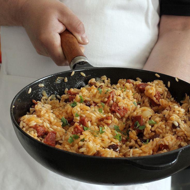 Dzisiaj kuchnia serwuje danie dla ludzi zabieganych, zmęczonych życiem i śniących na jawie o niebieskich migdałach. Jeśli macie w domu jakieś resztki ryżu arborio, a chcę wierzyć, że macie, to wyst…