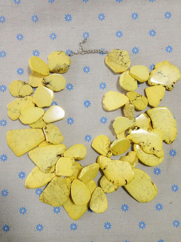 Geel Turquoise onregelmatige stenen ketting strengen stenen Cluster Bib zware Statement ketting door angle0808 op Etsy https://www.etsy.com/nl/listing/227244539/geel-turquoise-onregelmatige-stenen