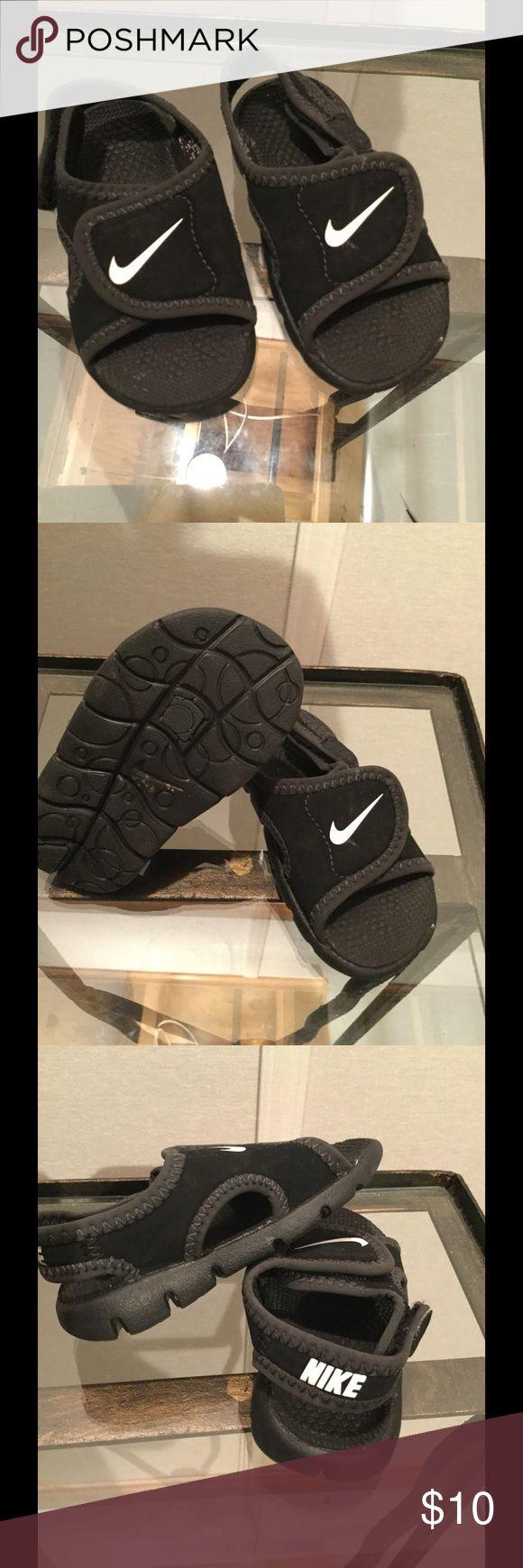 Kids Nike Velcro sandal Cute Nike Velcro sandal worn maybe 3 times ....size chart on these are a infant 3 Nike Shoes Sandals & Flip Flops